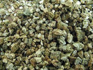 320px-vermiculite1